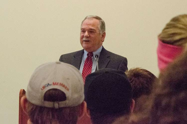 Buddy Bennett talks to students at Shorter's College of Business